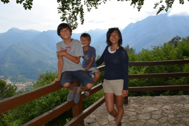 boys and mom at mirador2