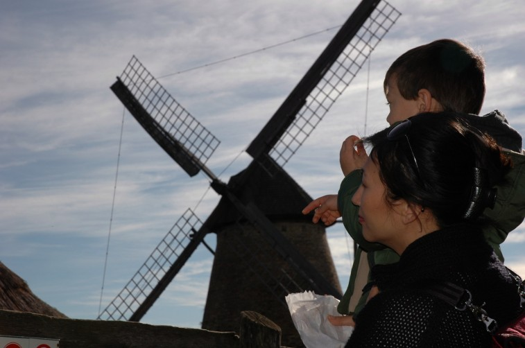 D and Susan with windmill, Skanzen
